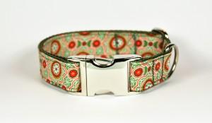 Grün-gemustertes Halsband aus Gurtband und Baumwollstoff mit Blumenprint
