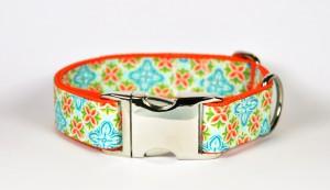 Türkis-grün-orange gemustertes Halsband aus Gurtband und Baumwollstoff mit Blumenprint
