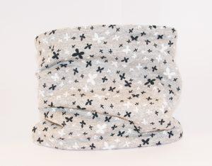 Loop-Schal hellgrau mit kleinen Schmetterlingen kuschelig warm