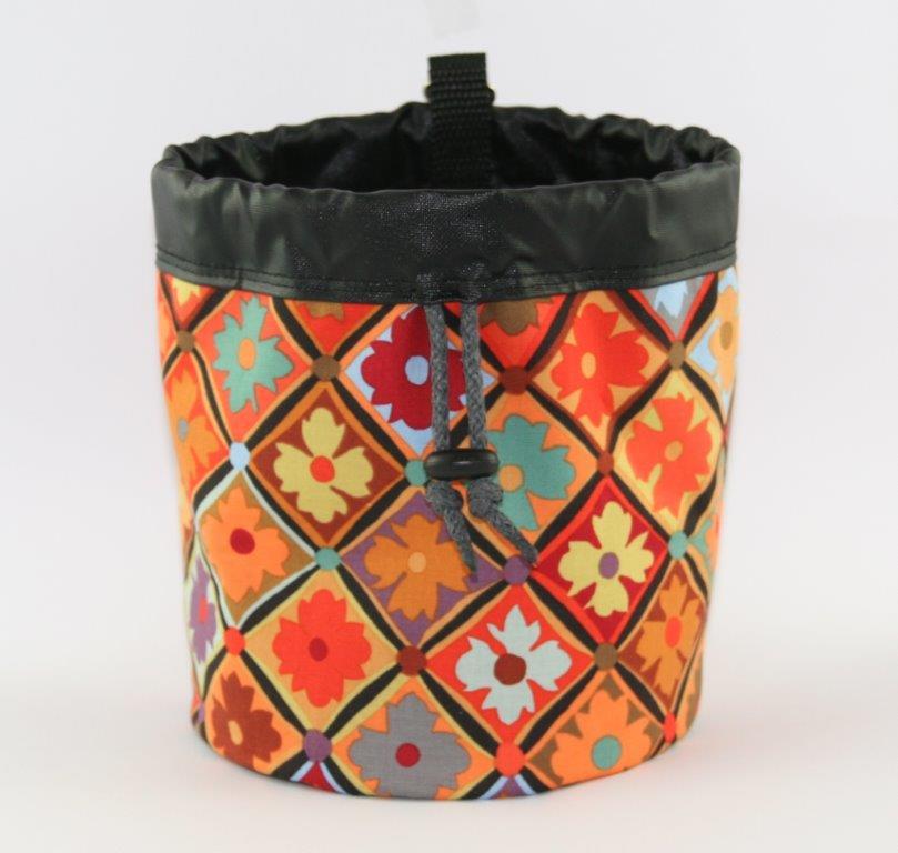 Leckerlibeutel aus buntem Blumen-Karo-Print