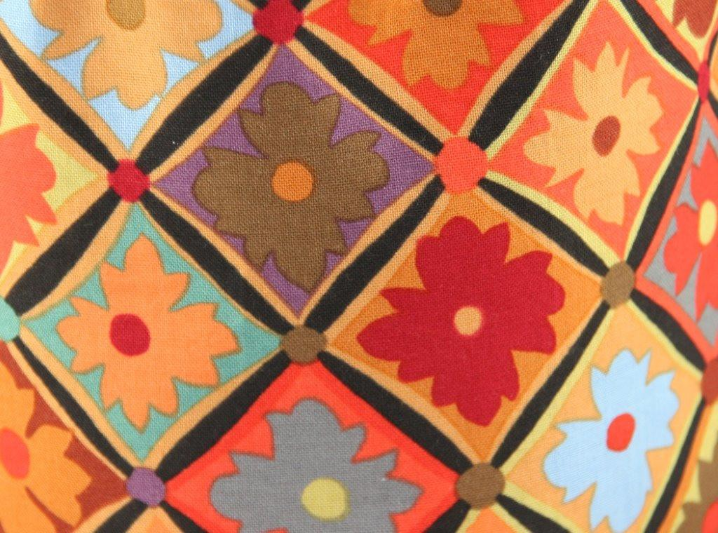 Futterbeutel aus buntem Blumen-Karo-Print