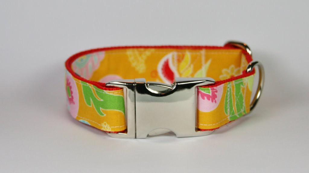 Orangefarbenes Halsband aus Gurtband und Baumwollstoff mit Blumen-Blätter-Print
