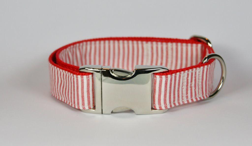 Rot-weiß gestreiftes Halsband aus Gurtband und Baumwollstoff