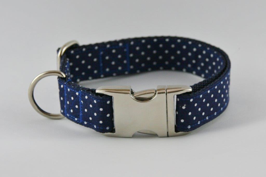 Blau-weiß getupftes Halsband aus Gurtband und Baumwollstoff