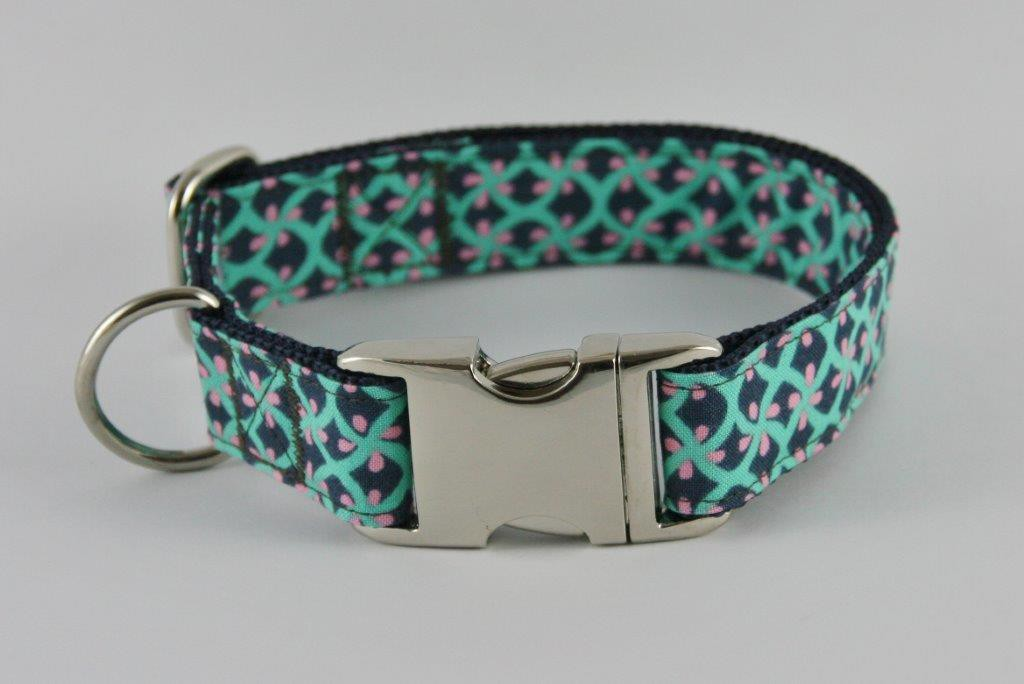 Türkis-schwarz-rosa gemustertes Halsband aus Gurtband und Baumwollstoff