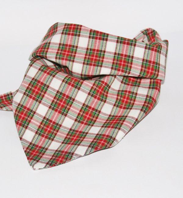 Hundehalstuch kariert rot-grün-weiß ist in zwei Größen erhältlich!