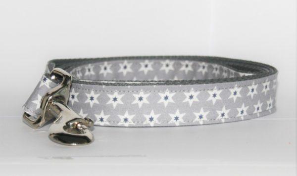 Hundeleine Stella mit Sternenmotiv in den Farben grau, weiß, dunkelblau