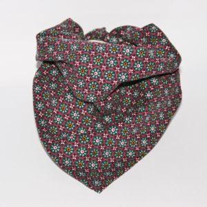 Hundehalstuch aus Feincord mit Blumenprint lila türkis weiss ist in zwei Größen erhältlich!