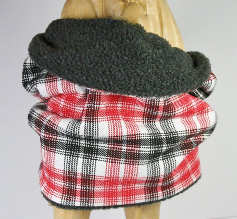 Heller Loop-Schal mit rot-schwarzem Karomuster, Blick auf Innenseite