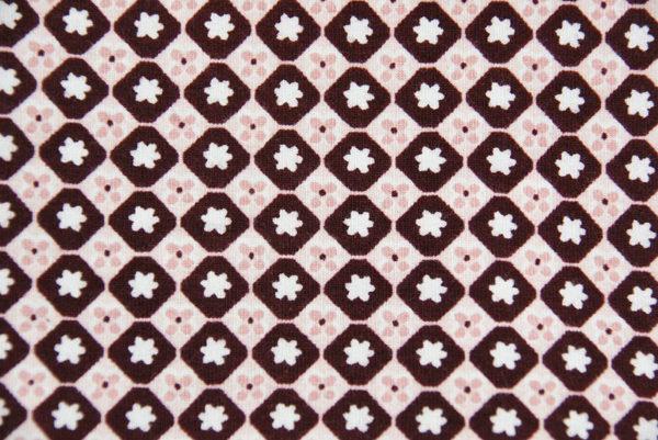 Loop-Schal mit rosa-auberinefarbenem Blümchenprint, Detail Stoff