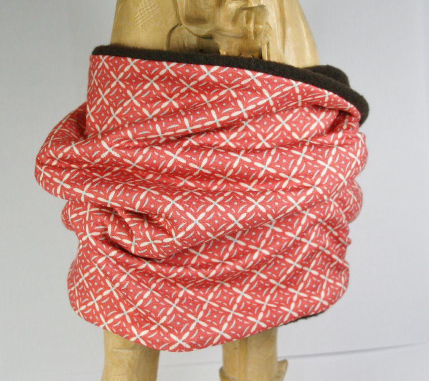 Rot-weiß gemusterter Loop-Schal