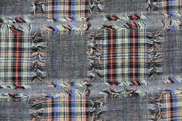 Halstuch im auffallenden Patchwork-Muster, Detail Stoff