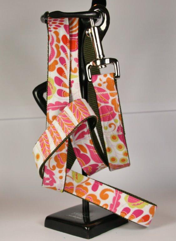 Weiße Leine aus Gurtband und Baumwollstoff mit pink-orangefarbenem Blumen-Print