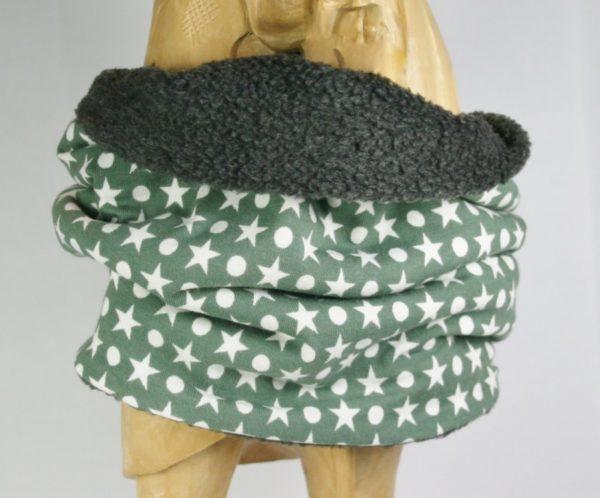 Grüner Loop-Schal mit hellen Sternen und Punkten, Blick auf Innenseite