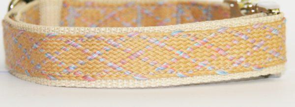 Hundehalsband beige rosa hellblau Sand, handgefertigt, verstellbar, Stoff Nahaufnahme