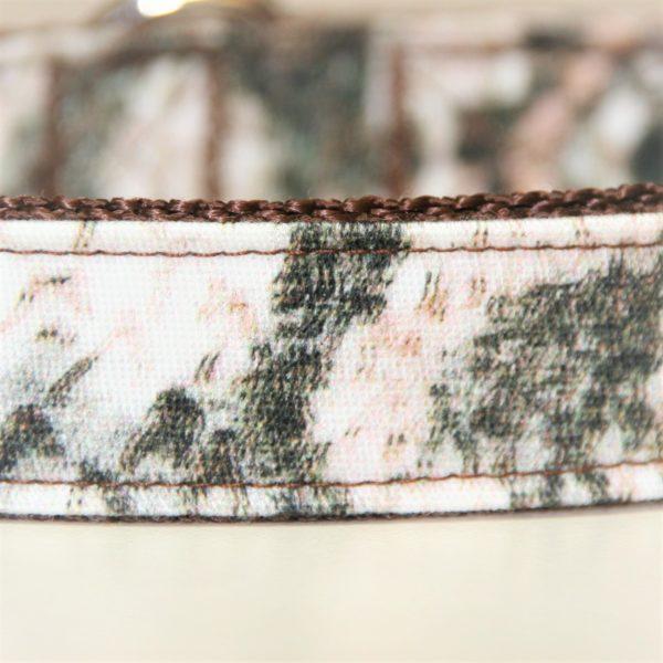 Für dieses Hundehalsband wurde ein hochwertiger Baumwollstoff verarbeitet