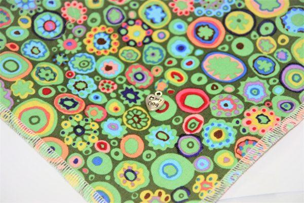 Hundehalstuch Fantasie grün, rot, blau mit fantasievollen Kreisen Detailansicht