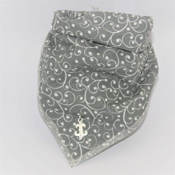 Ein modisches Accessoire - das Hundehalstuch Lilie grau