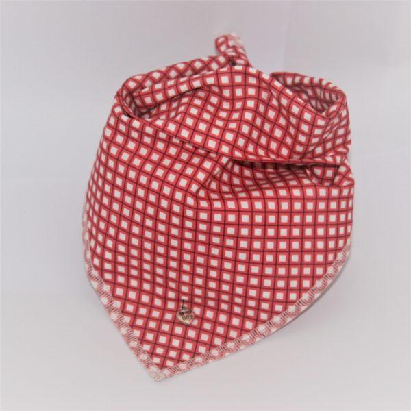 Das Hundehalstuch Diamond rot, weiß ist in 3 verschiedenen Größen erhältlich!