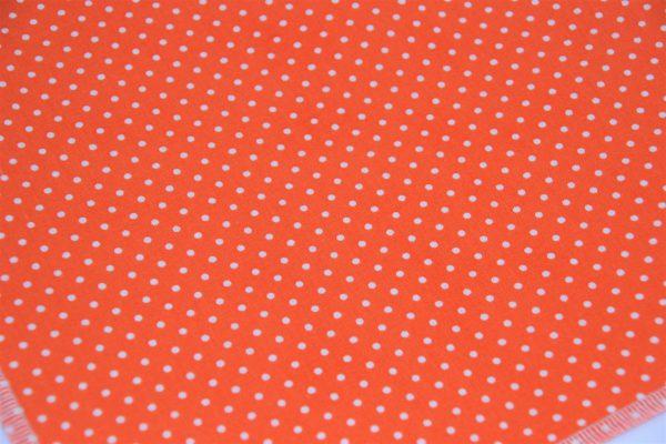 Das Hundehalstsuch orange mit weißen Punkten ist aus einem hochwertigen Baumwollstoff genäht!