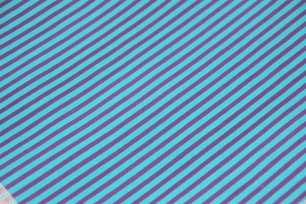 Das Hundehalstuch Street türkis, blau ist aus einem hochwertigen Baumwollstoff genäht