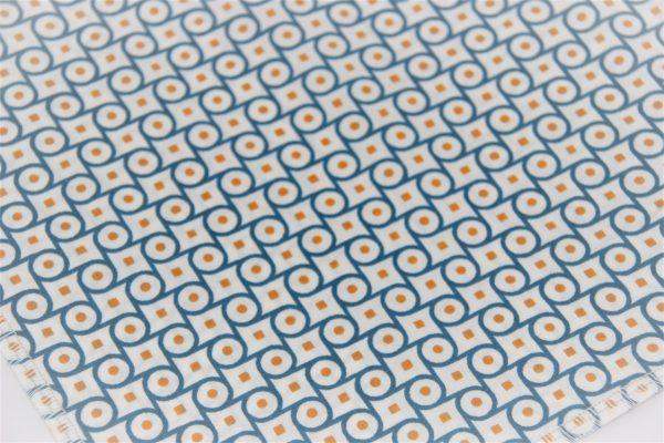 Das Hundehalstuch Banner türkis, weiß, orange ist aus einem hochwertigen Baumwollstoff genäht