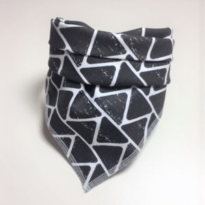 Halstuch Hund schwarz mit weißen Zacken – ein lässig-pfiffiges Accessoire für Ihren Hund
