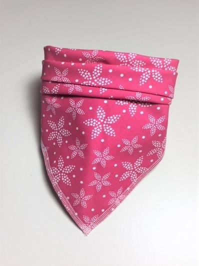 Halstuch Hund pink mit weißer Sternblume – ein lässig-pfiffiges Accessoire für Ihren Hund